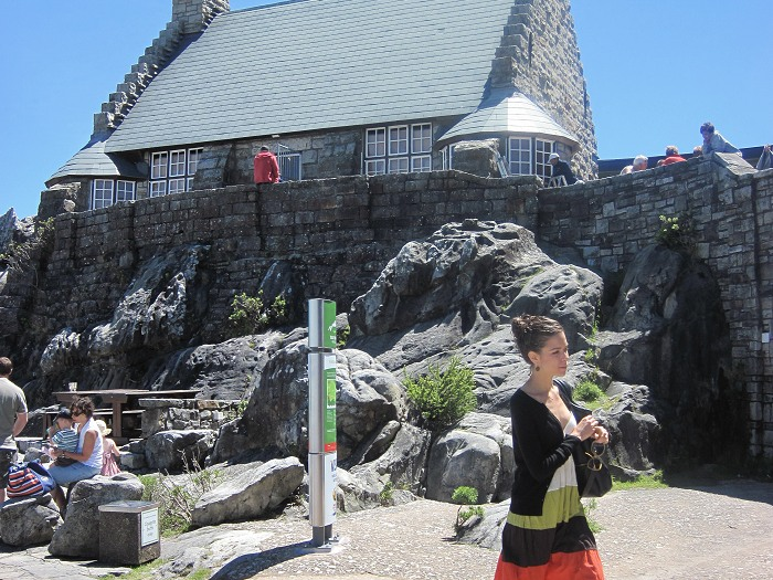 There are various opportunities for visitors to relax and enjoy a meal or refreshments on top of Table Mountain.