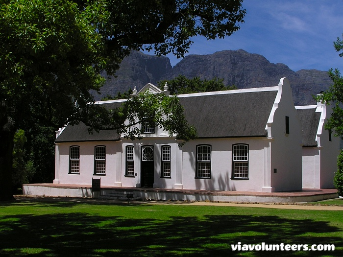 This state-of-the-art winery uses grapes grown on the estate and those from contracted growers over whose vineyards Boschendal's viticulturists keep careful watch to ensuring only the finest quality grapes go into the Estate's range of over 20 wines.
